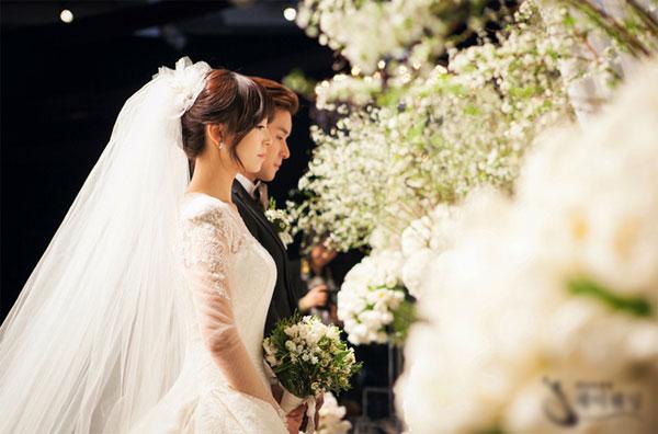 Đám cưới giả