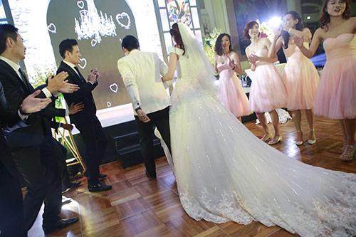 Tổ chức đám cưới giả